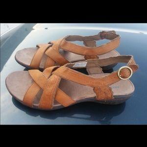 MERRELL Size 11 Sandals Comfort Comfort Yellow